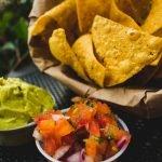 Guacamole mit Tortilla Chips zur WM